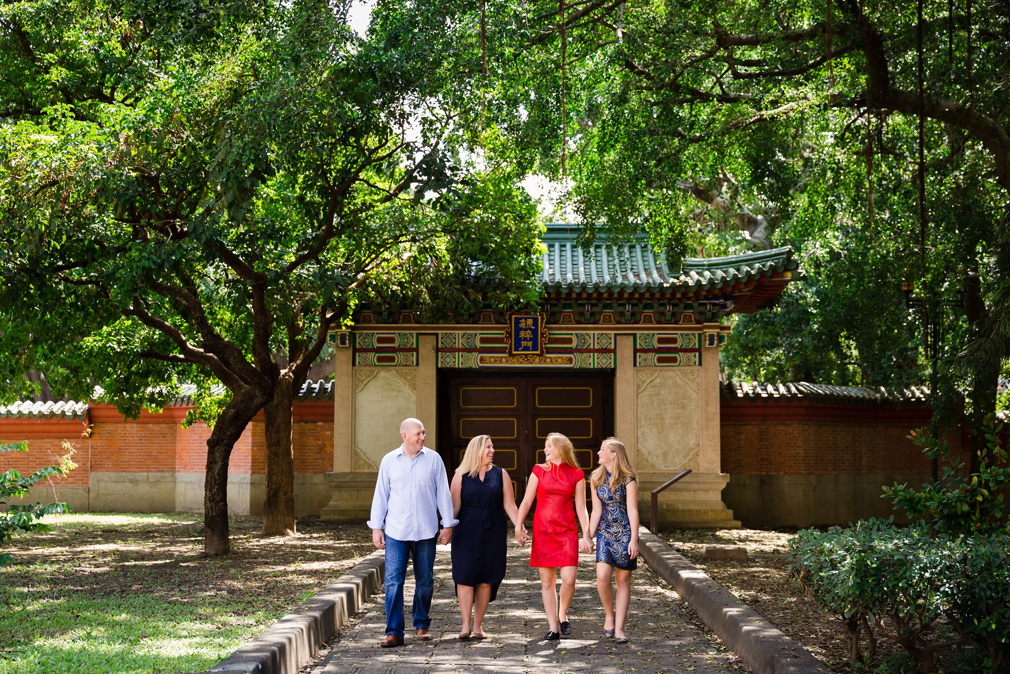 Taichung_Temple_Expat_Family_Sisters_Photo_Session_by_Hunnicutt_Photography_0016