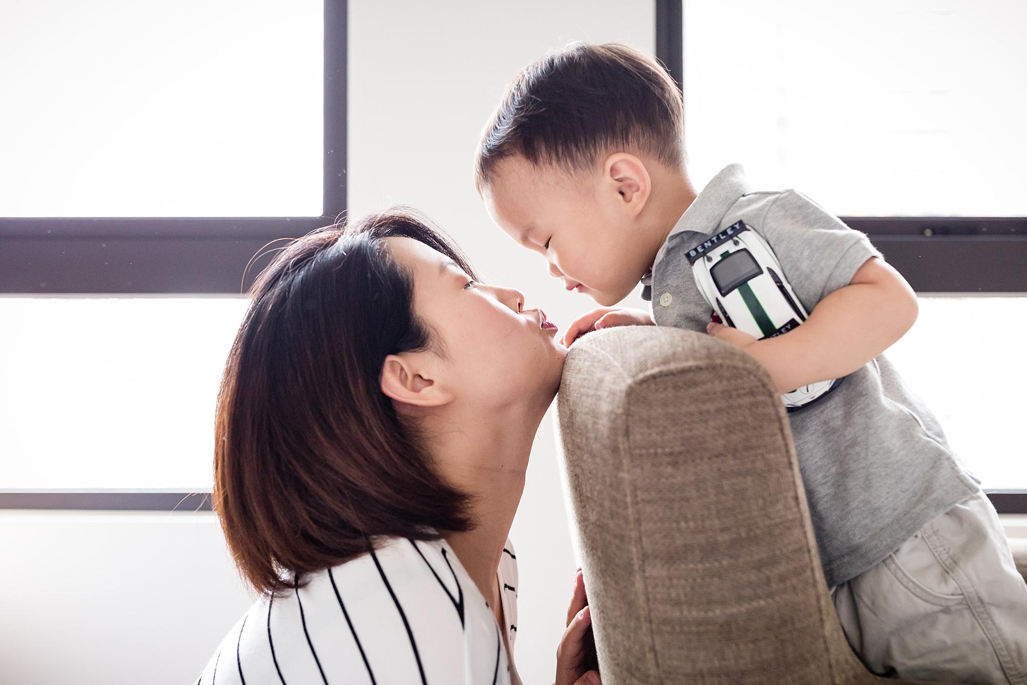In_Home_Newborn_Family_Photos_Taipei_Hunnicutt_Photography_0006
