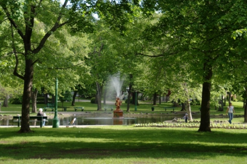 Outremont Park, located in a top Montreal neighborhood for AirBNBing with your baby or toddler. Image Credit: Habiter Montréal