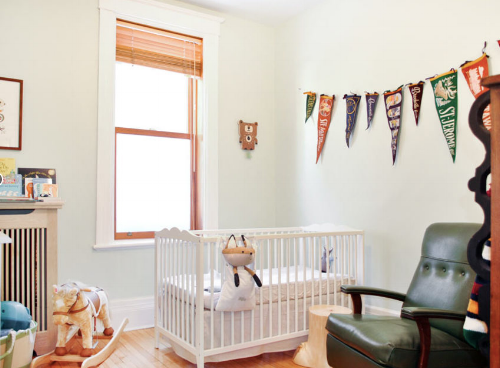 Montreal vacation rental with crib  in one of the city's most family-friendly neighborhoods, Outremont, for rent on Kid & Coe.