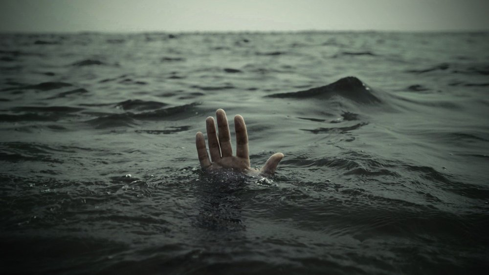 Hands-Drowning-Sea.jpg
