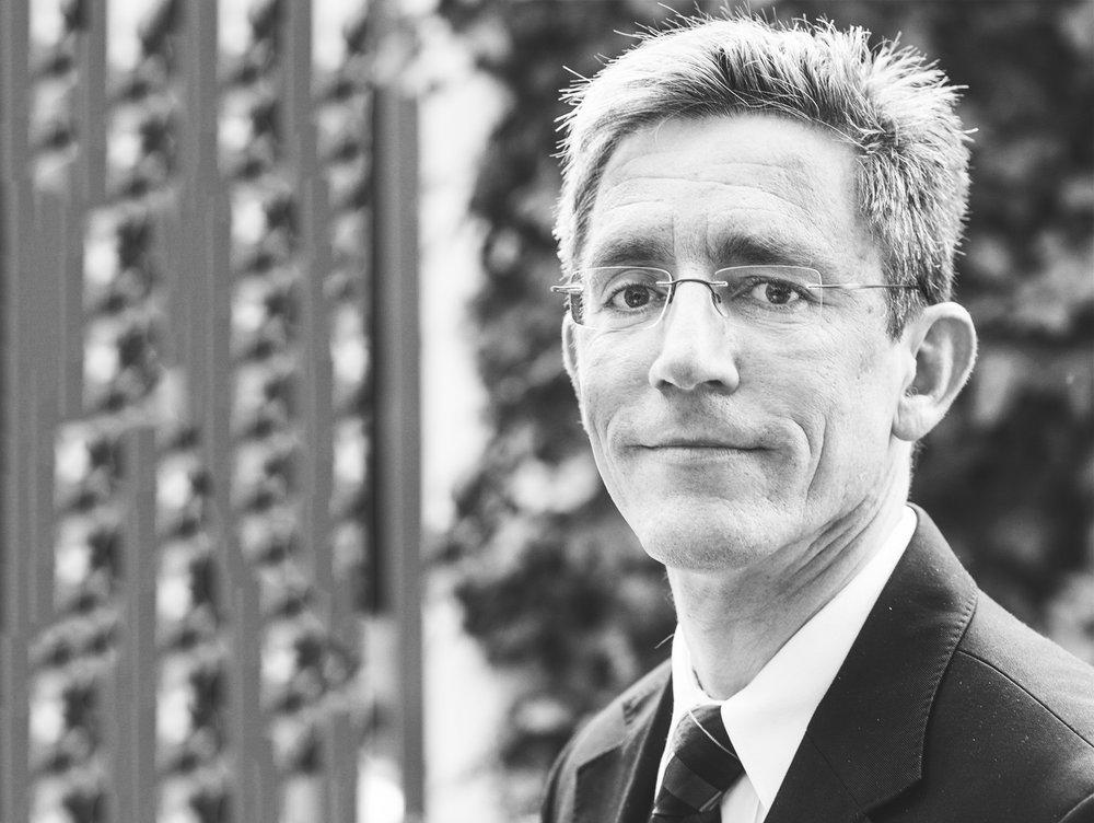 Pascal Leroy - 自从2000年欧盟提出WEEE法案以来,作为WEEE论坛秘书长的Pascal开始参与解决电子垃圾问题。作为欧洲原材料创新伙伴成员之一,他负责并且参与了多种支持循环经济发展、价值链中各方之间的相互作用、以及电子垃圾材料最合理的集合和回收的欧盟项目。LinkedIn| Twitter