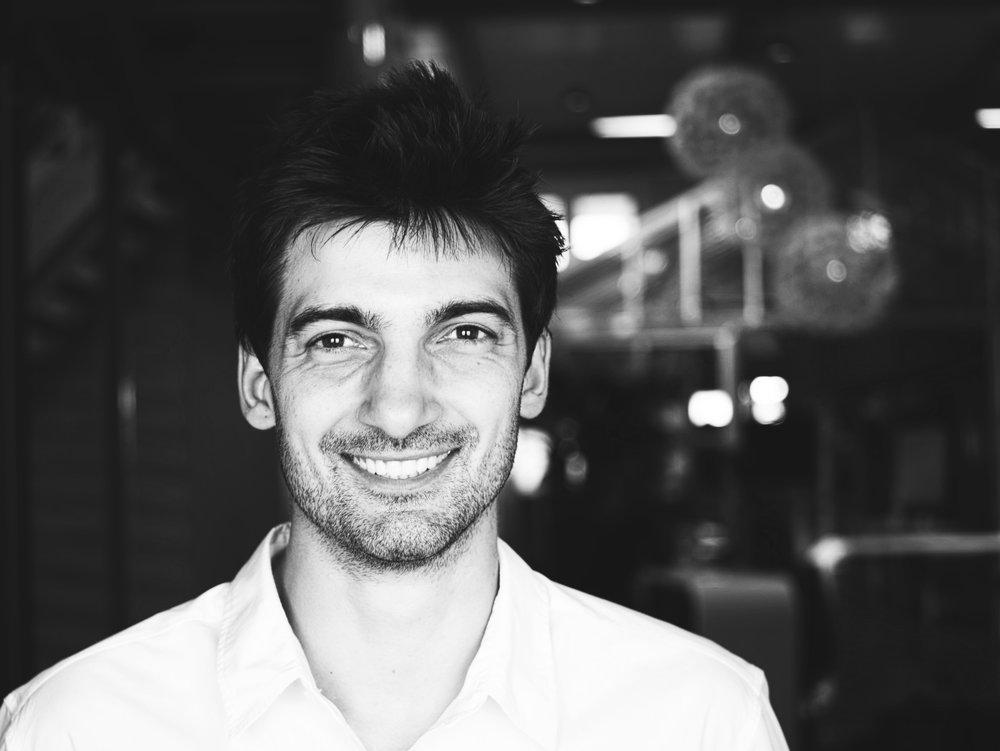 PietrO PASOTTI - 首席研究员 – 他擅长理论思考,拥有哲学学位与逻辑学学位,并在人工智能领域进行了两年的学术研究。他喜欢分析复杂的问题、提出巧妙的解决方案、进行多样的艺术创作。LinkedIn