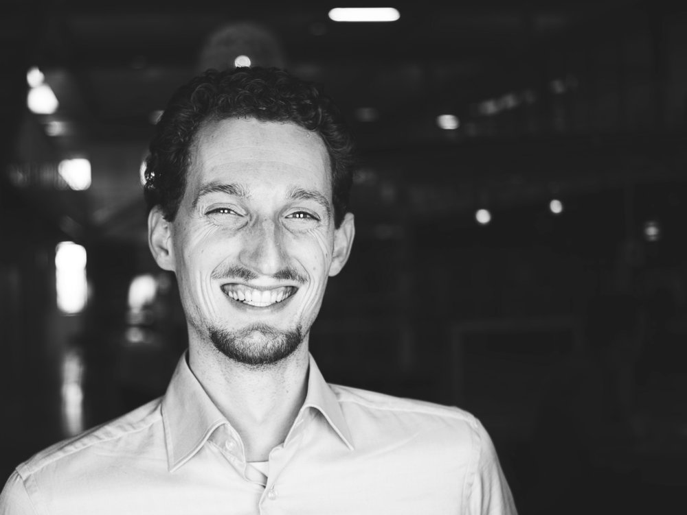 TIM DE JONG - 开发者 – Tim是来自乌得勒支大学与代尔夫特大学的一位电脑游戏与媒体领域的专家,致力于研究区块链。身为乒乓球迷的他总力求完美,无论是对于自己还是身边的人都要求做到最好。