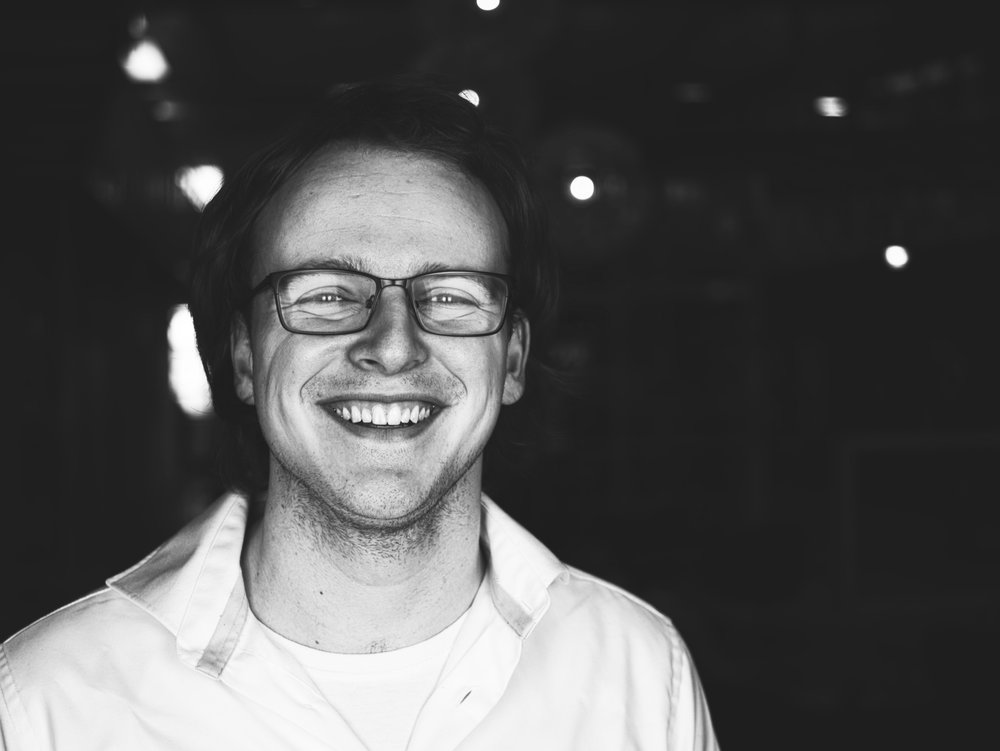 Jelle Licht - 开发者 – Jelle毕业于代尔夫特大学,是一位不折不扣的软件黑客与咖啡狂。他喜欢搞一些小破坏,随后再自己修理好。虽然他对自己办公室的打印机不太友好,但他的确是一位充满热情的开发者。