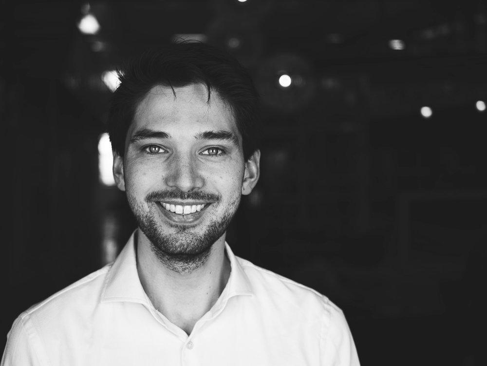THomas Koes - 产品负责人 – Thomas凭借鹿特丹伊拉斯谟大学获得的经济与商业的硕士学位,引导开发者们走上正确的道路。由于其独特的商业背景,他可以可以将商业与技术紧密结合在一起,所以经常被误认为是开发者。LinkedIn