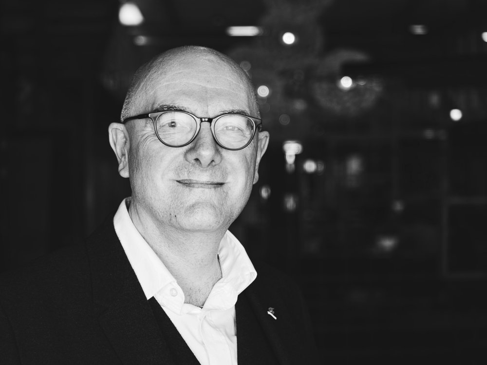 David Peck - David不仅是台夫特理工大学的高级研究员、考文垂大学的客座教授以及米兰理工大学的兼职教授,同时也负责EU EIT Raw Materials及H2020的项目,例如ProSUM项目。他致力于研究循环经济、关键原材料及建筑行业中的循环经济,并且发表了十多篇关于循环经济与关键原材料的学术文章。LinkedIn| Twitter