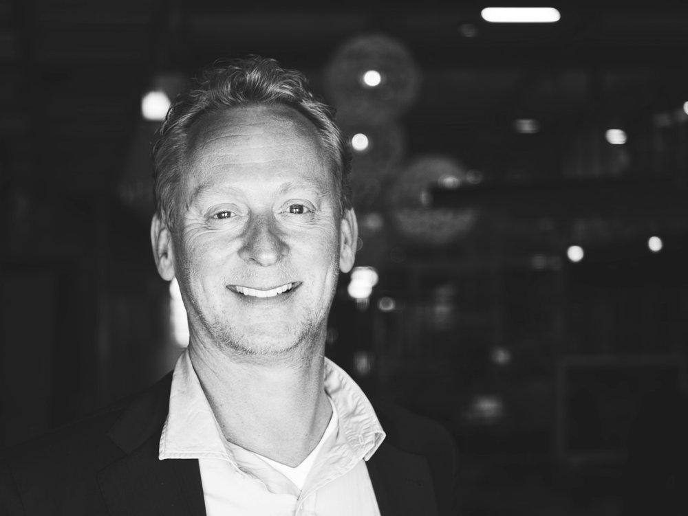 TOM IN HET VELD - 作为iQor的业务发展高级副总裁的Tom具有25年为全球品牌解决复杂问题经验的经理。通过产品的维修服务与客户交互,他解决了这些问题。Tom认为伴随着最优质的客户体验与有效的服务成本,数据分析将在逆向供应链中进一步提高效率。LinkedIn