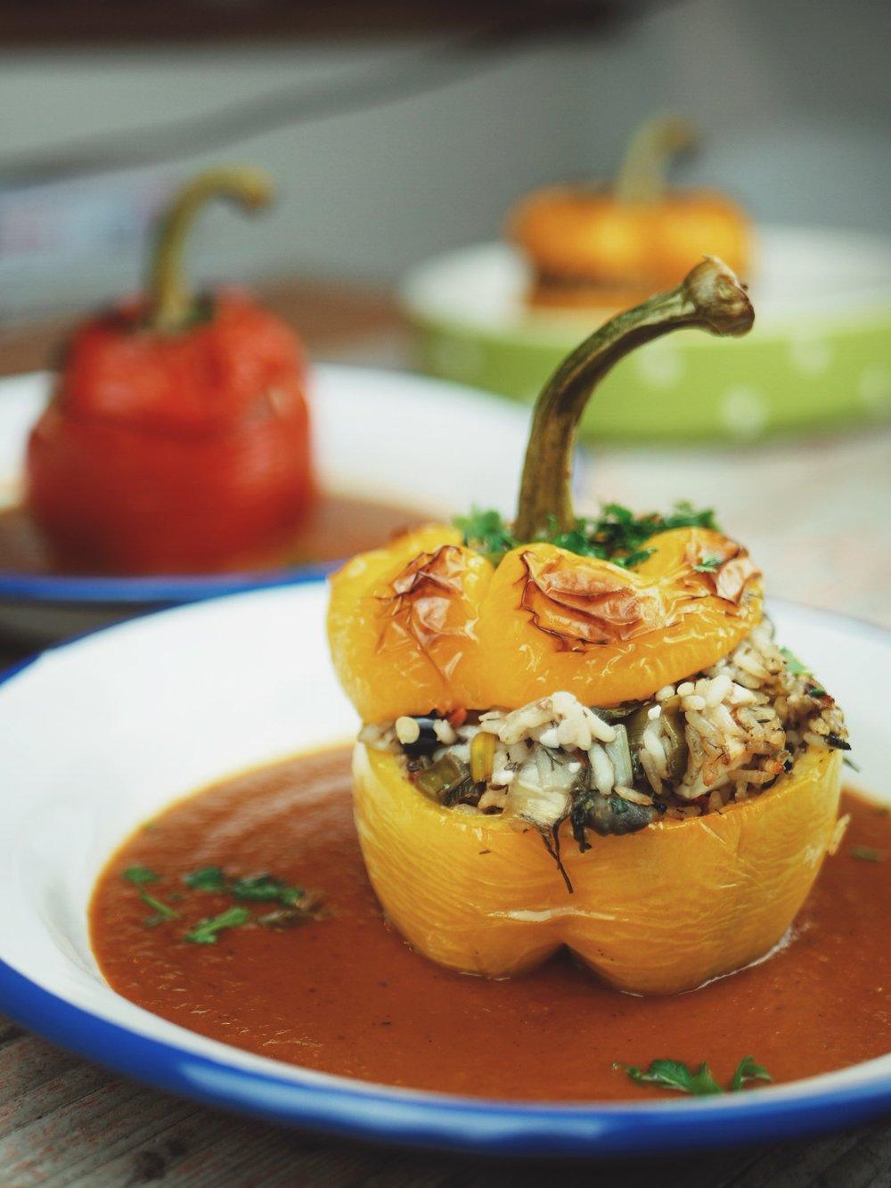 Griechisch Gefüllte Paprika Mit Reis Feta Oliven Und Kapern Barsista