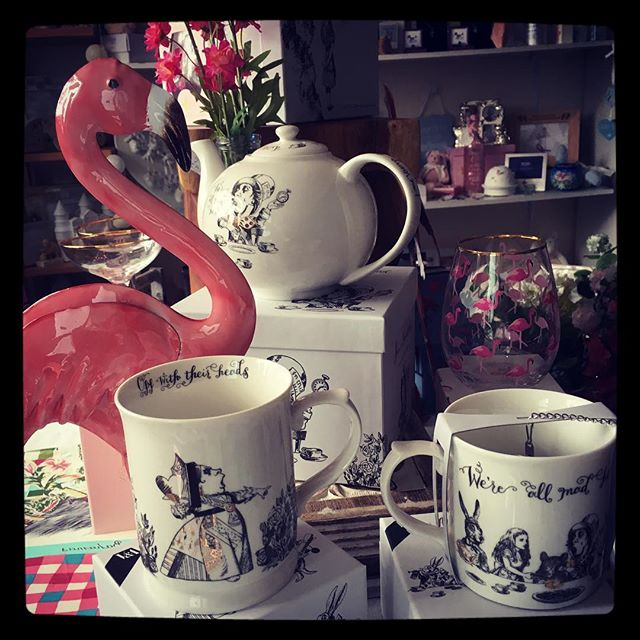 ✨✨Alice in Wonderland tableware just arrived in stock ✨✨#aliceinwonderland #insideparadisenantwich #giftideas #mug #ceramics #flamingo #birthday #wedding