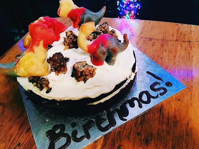 Happy Birthmas @georgiacourtney! Enjoy your dinosaur and flapjack boulder Sponge cake. We love you xxx #lizzysonthegreen #cake #custom #homemade #bakery