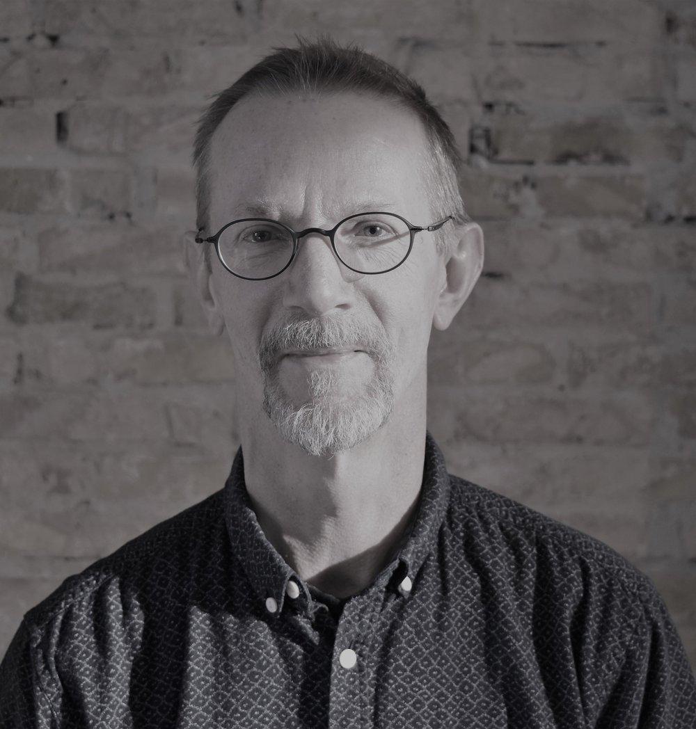 Niels Elbæk - Daglig lederNiels er daglig leder af Auteur Film. Han er uddannet cand.comm med Internationale Udviklingsstudier og har arbejdet mange år i bog- og filmbranchen med udvikling og markedsføring af bøger, film og events med forfattere og instruktører.