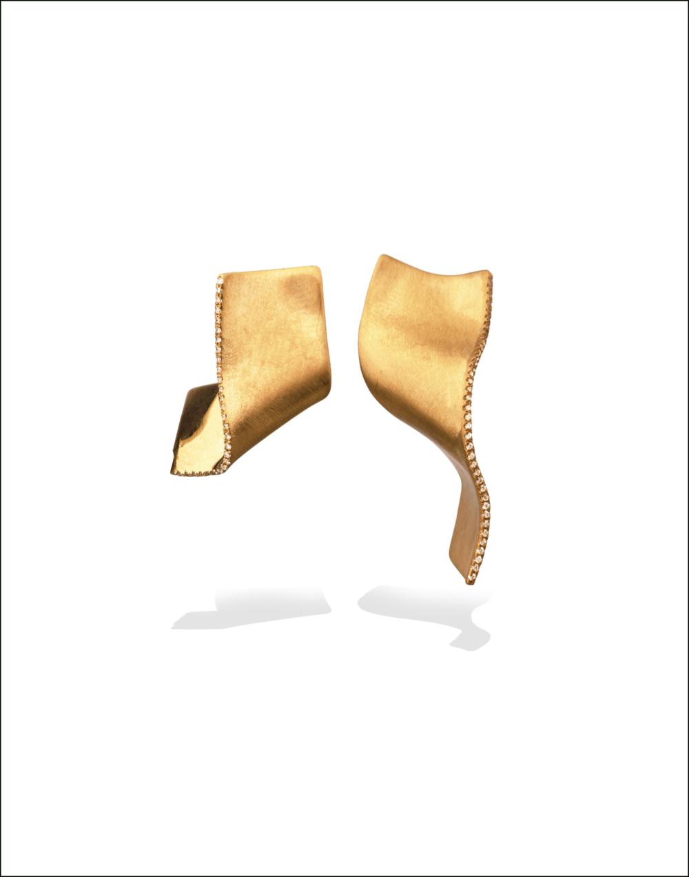 Gold-Diamond-Earrings-Memories-of-Water-Completedworks-Fine-Jewellery-2-1.png