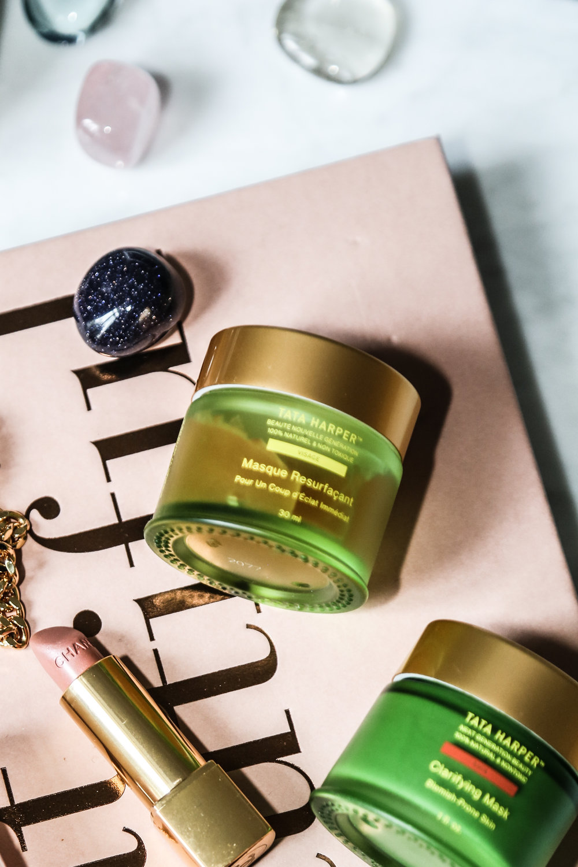 Eat Beautiful   by   Wendy Rowe   ( Ma bible du In&Out)    Mask Resurfaçant   de Tata Harper    Carifying Mask   de Tata Harper