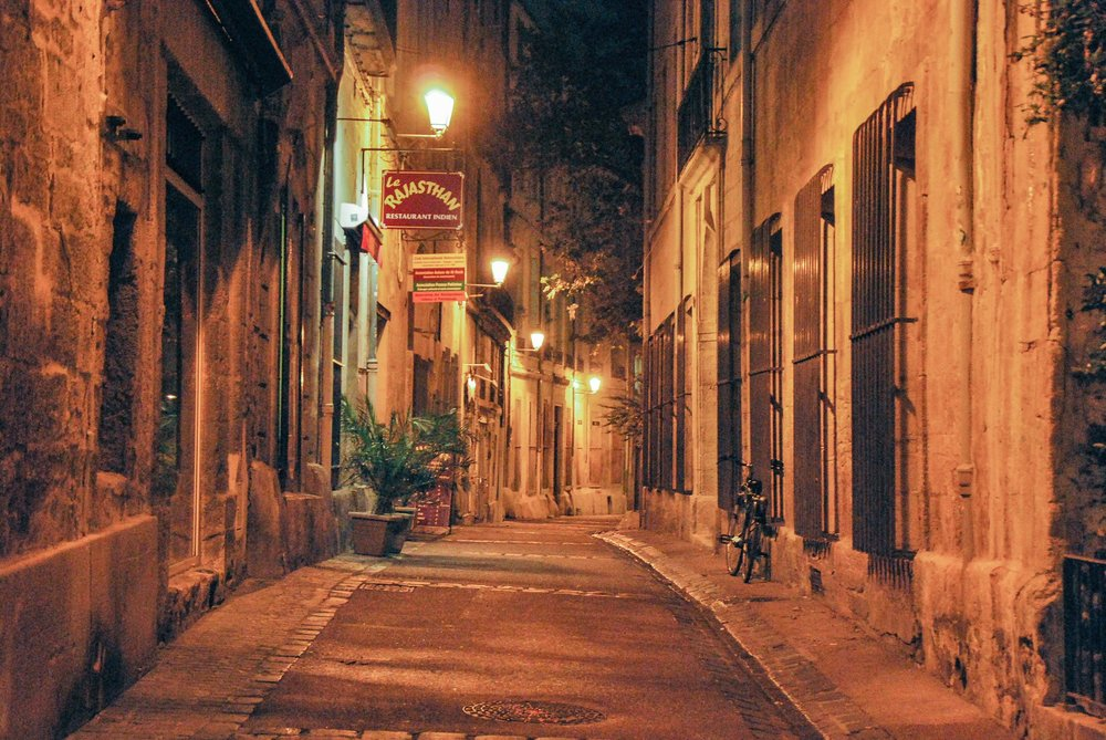 To have a drink - Most of the nightlife is happening in the heart of the Ecusson. The Montpellierfreetour team is creating this little file so you will have all the possibilities of the nightlife.