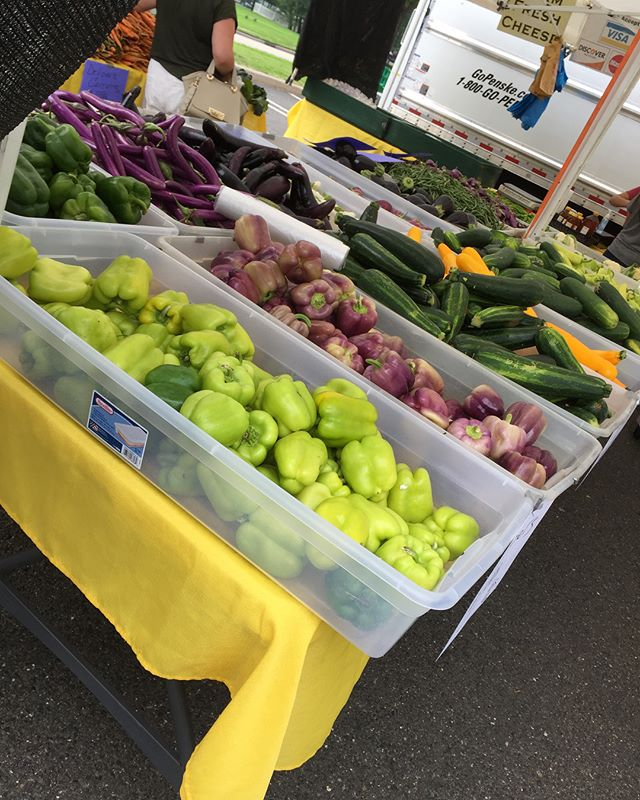 The market is open  @centralvalleyfarm is here with lots of fresh produce and fruits  come  pick yours up.  here till 2 PM #Fresh #Local #GardenState #edgewaternj