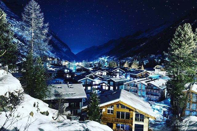So I have been away in #zermatt for a few days and had some amazingly clear skies, so I thought I'd have a play with some star photographs. So myself @maddiemedscontent and @xemma_hx went to the mountains early morning in -10 to try our hand and this is the result! A very sleepy zermatt  Shot on a @fujifilmx_uk #fujifilm #xt3 and #16mm1.4 hired from the lovely people over at @lens_pimp on a @3leggedthing #corey tripod!  Fujifilm XT3 16mm 1.4 3leggedthing Corey  16mm 25sec F2.5 ISO 800  #astrophotography #astronomy #milkyway #stars #space #longexposure #longexpoelite #amazing_longexpo #lazyshutters #nightphotography #nightsky #night_excl #supreme_nightshots #milkywaychasers #night_shooterz #nightscaper #natgeospace #alps #switzerland#