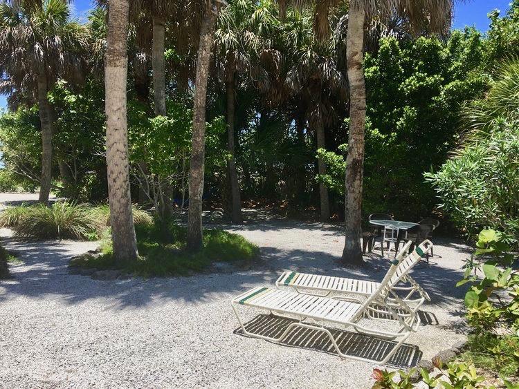 IMG_2881.JPG+side+yard+lounges+&table.jpg