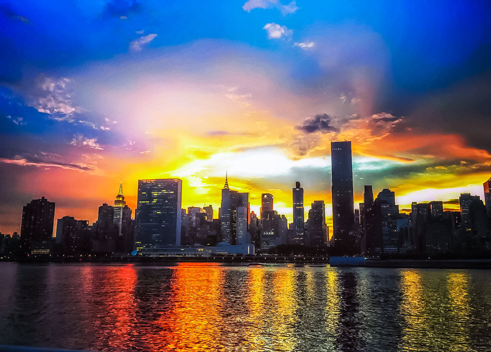 THE EMPIRE STATE BUILDING, UNITED NATIONS BUILDING AND CHRYSLER BUILDING. A SPECIAL SUNSET FROM LONG ISLAND CITY WATERFRONT.PHOTO: LUCAS COMPAN