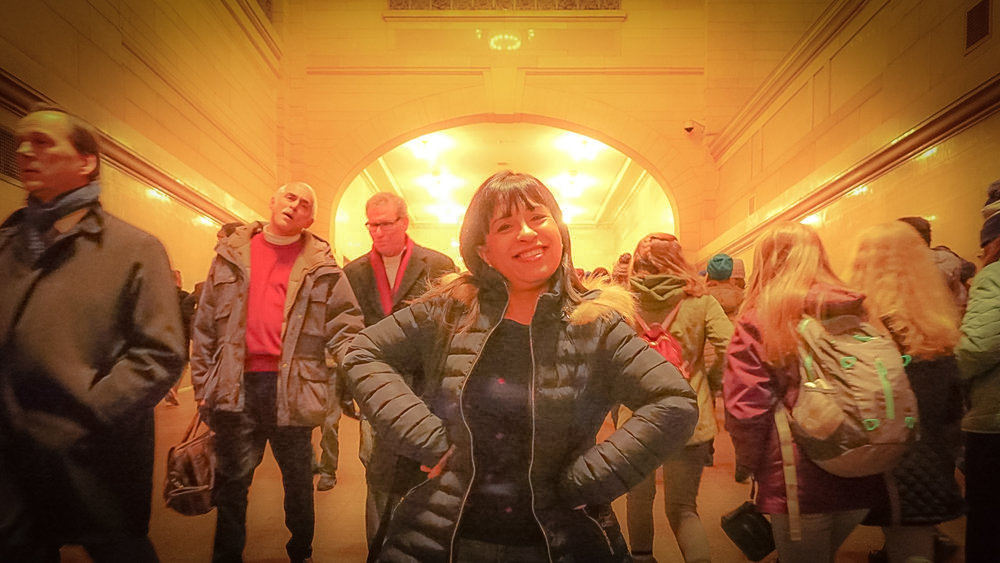 AGOSTINA DOING WHAT WHE LOVES THE MOST: TALKING ABOUT NEW YORK CITY (IN GRAND CENTRAL STATION)