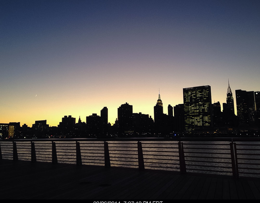 UN Building, seen from Long Island City waterfront – across the East River. This is one of the best spots in New York to watch the sunset. Photo: Lucas Compan