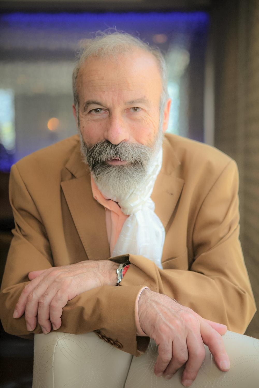 Arturo Di Modica (Image:  ChargingBull.com )