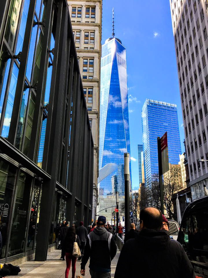 ONE WTC SURROUNDED BY BLUE SKY, SEEN FROM FULTON STREET BY THE FULTON CENTER. PHOTO: LUCAS COMPAN