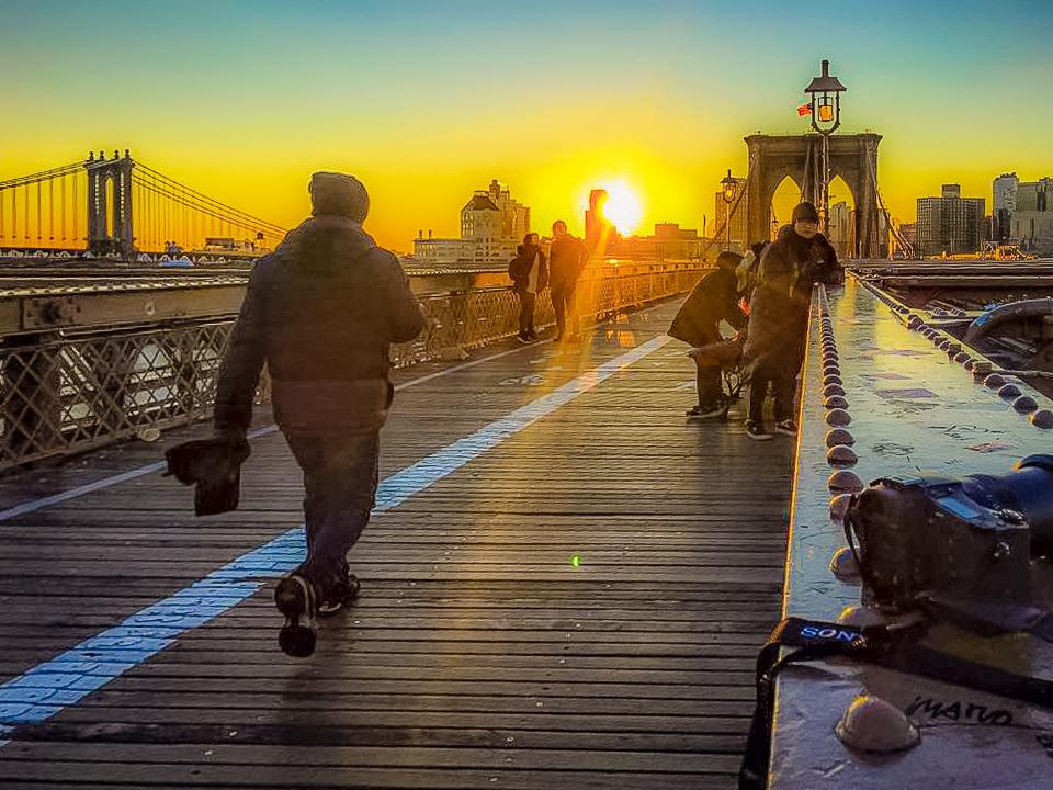 SUNRISE FROM THE BROOKLYN BRIDGE. PHOTO: LUCAS COMPAN