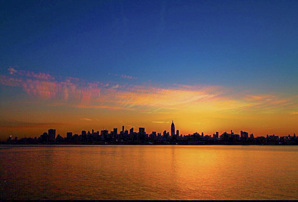 SUNRISE FROM HOBOKEN / HUDSON RIVER, FROM WHERE WE CAN SEE MIDTOWN MANHATTAN. PHOTO: LUCAS COMPAN