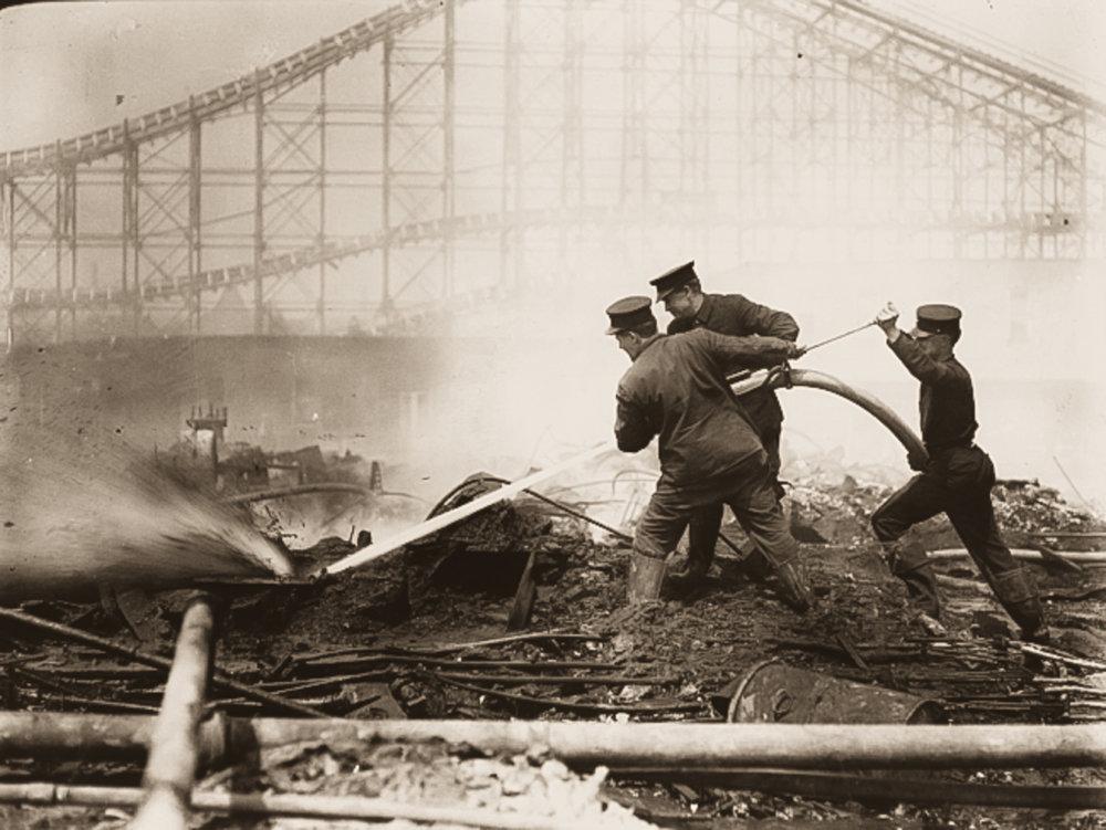 Dreamland burning down (Image:    NYPL   )