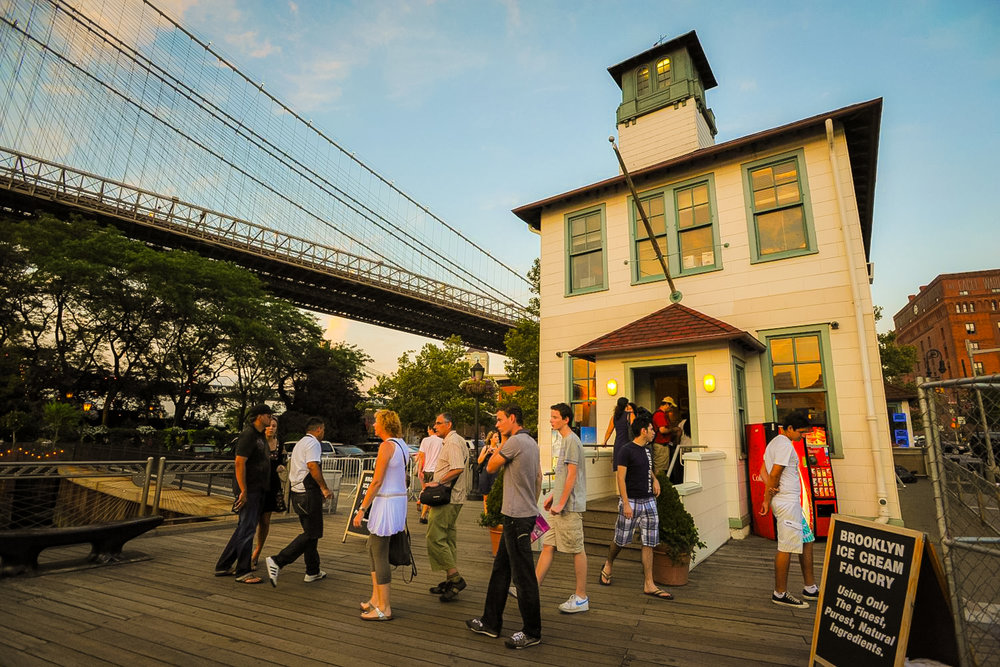 ice cream with a view: The Brooklyn Ice cream factory right under the brooklyn bridge. Photo: lucas Compan
