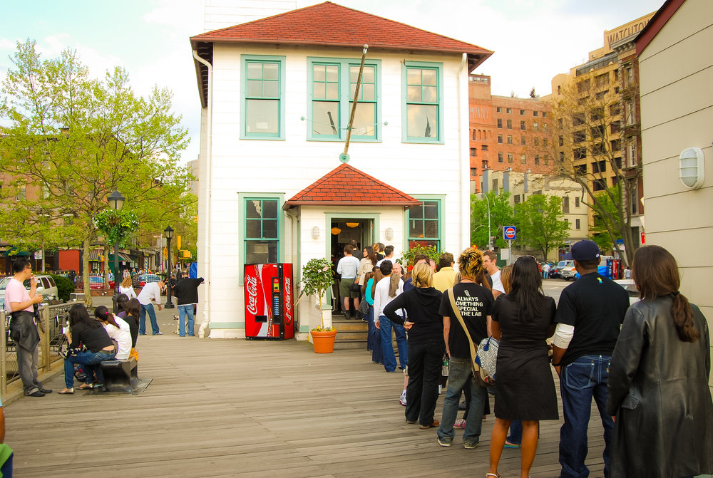 in spring and summer you can expect long lines - which, for some, makes the ice cream even tastier. photo: lucas compan