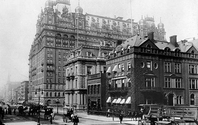 L'ANTICO WALDORF-ASTORIA HOTEL, NELLA 34ESIMA STRADA, ORA IN PARK AVENUE, A MIDTOWN MANHATTAN.