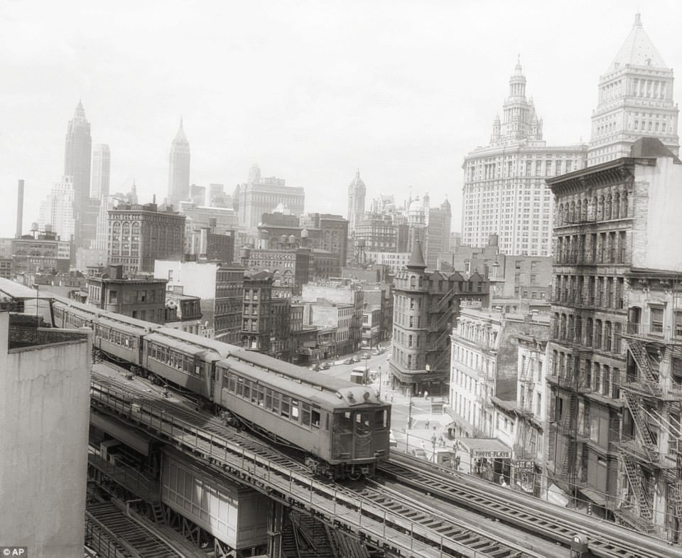 LA LINEA FERROVIARIA DELLA THIRD AVENUE - IL SISTEMA FERROVIARIO DELLA THIRD AVENUE (1853-1956), ERA UN SISTEMA DI TRAM CHE SERVIVA I QUARTIERI DI NEW YORK CITY A MANHATTAN E NEL BRONX. INSIEME ALLA CONTEA DI LOWER WESTCHESTER |  IMMAGINE : NEW YORK CITY DEPARTMENT OF RECORDS