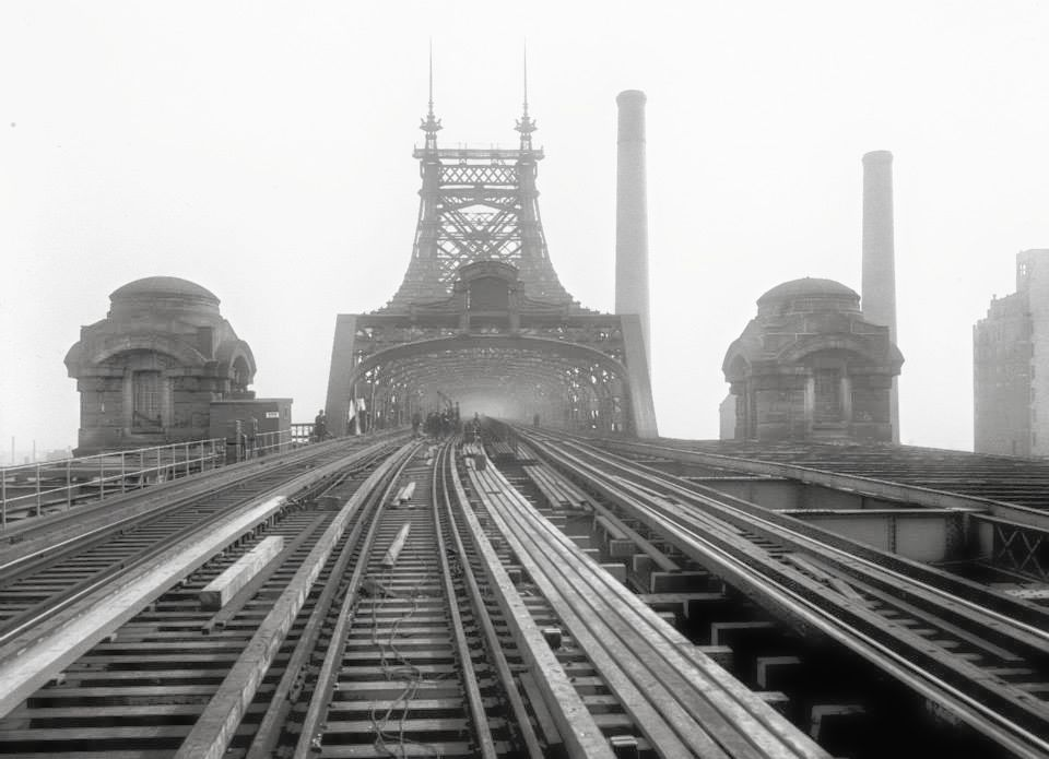 QUEENSBORO BRIDGE    (1929) |  IMMAGINE: NEW YORK CITY, DEPARTMENT OF RECORDS