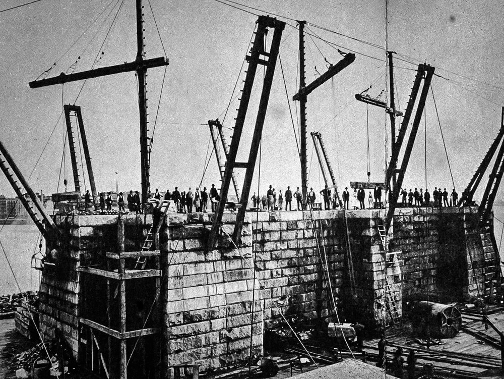 The design of the Brooklyn Bridge allowed for two wine cellars, one on each shore. Image: Hulton Archive