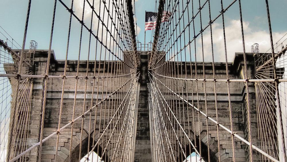 LE TORRI DEL BROOKLYN BRIDGE: OGNUNA PESA 90000 TONNELLATE. FOTO: LUCAS COMPAN