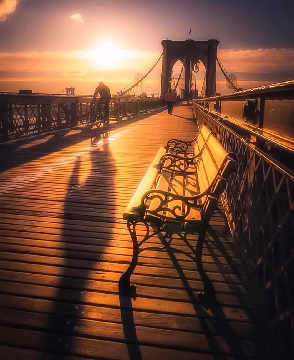 A new day and the old bridge. Sunrise at the Brooklyn Bridge by Lucas Compan