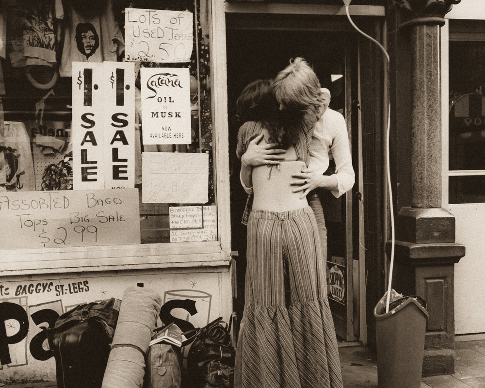 A COUPLE IN RETRO CLOTHING EMBRACES ON ST MARKS PLACE. PHOTO: JILL FREEDMAN