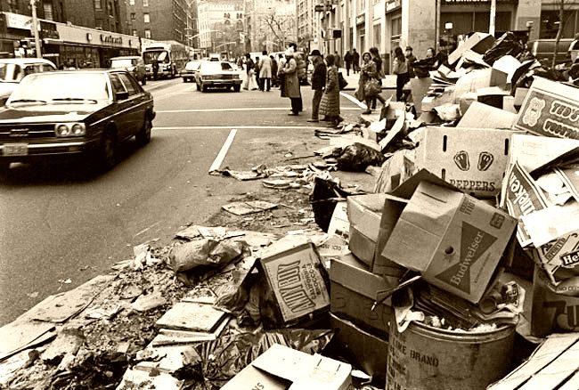 piccola-new-york-christmas-trash-strike-new-york-1981-25.jpeg