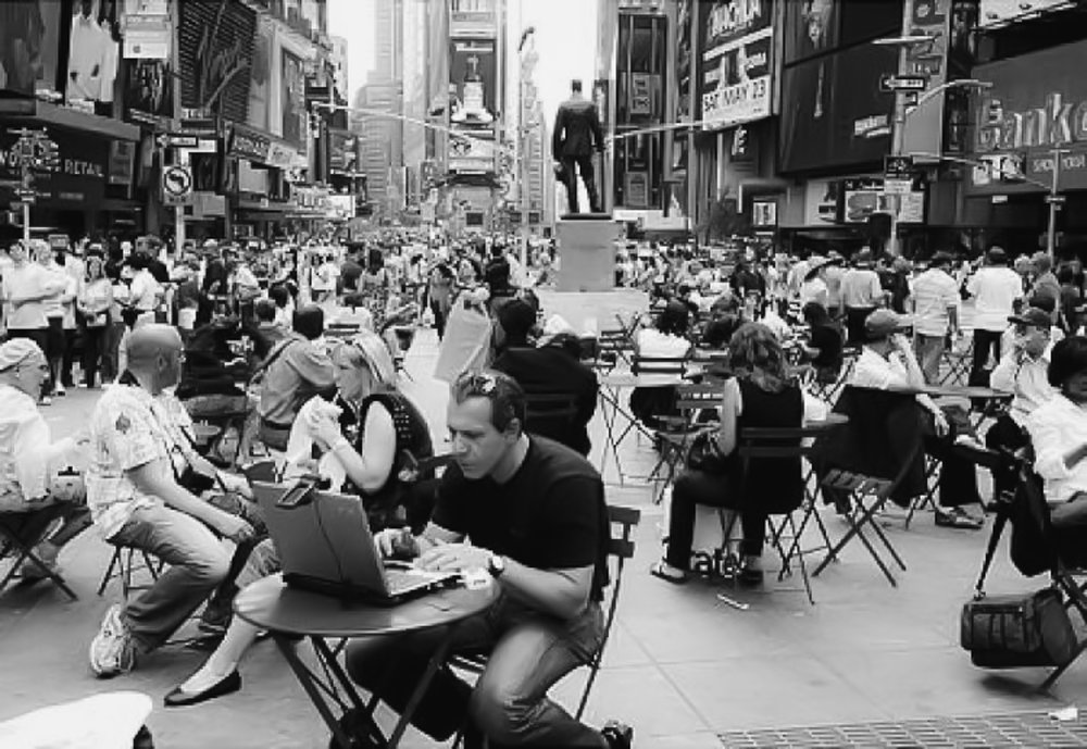 relaxing area in times square. Photo: google