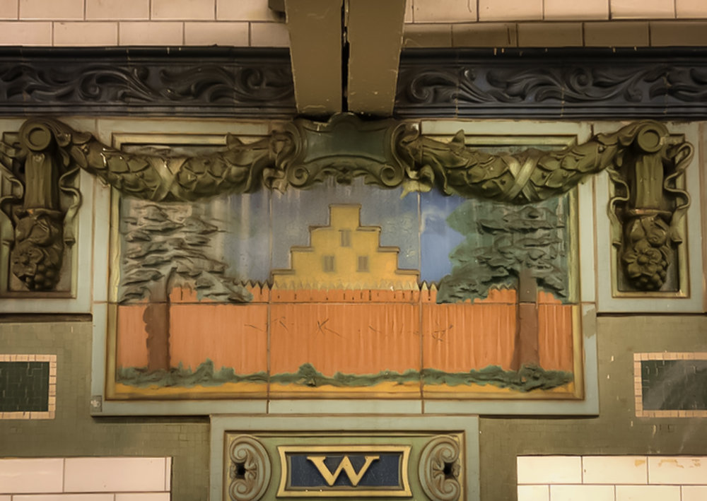 a depiction of the New Amsterdam wall on the tiles of the wall street subway station. Photo: Lucas Compan