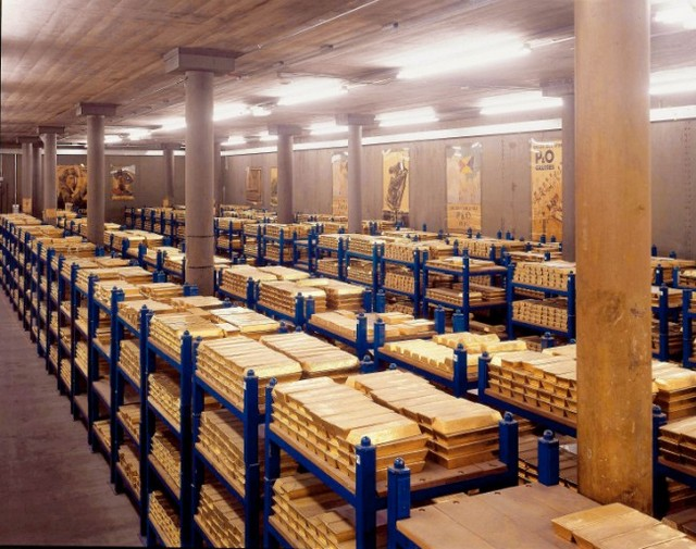 The Federal Reserve Bank on New York's Wall Street contains vaults that are located 80 feet beneath the bank and hold about 25 percent of the world's gold bullion. image: open currency
