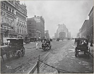 LONG ACRE SQUARE (ORA TIMES SQUARE), BROADWAY E 42ND STREET, (1900). IMMAGINE: MUSEO DELLA CITTA' DI NEW YORK)