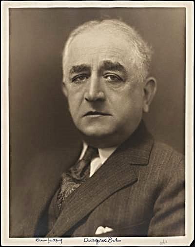 ADOLPH S. OCHS, PROPRIETARIO ED EDITORE DEL NEW YORK TIMES DAL 1896 AL 1935. IMMAGINE: MUSEO DELLA CITTA' DI NEW YORK