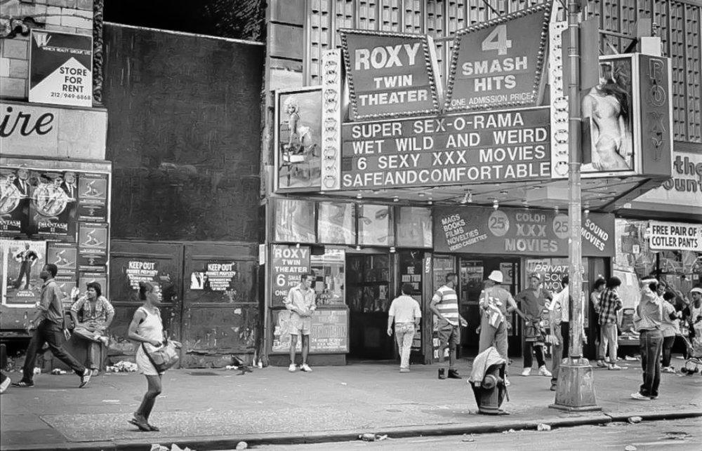 TIMES SQUARE E 42ND STREET NEGLI ANNI '80. IMMAGINE: PER GENTILE CONCESSIONE DELLA NYPL