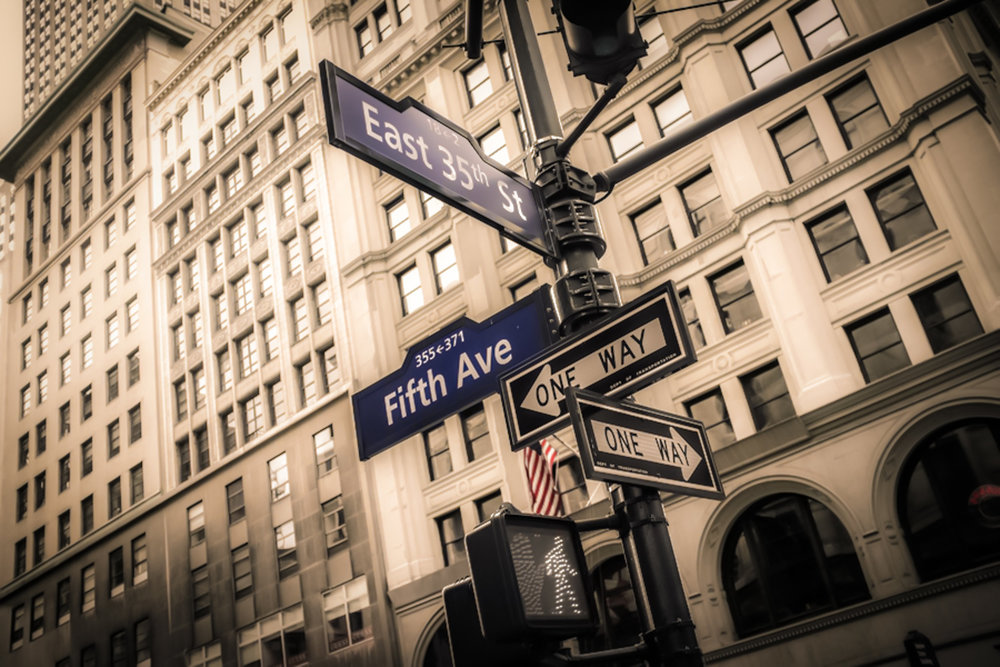 FIFTH AVENUE SEPARA, PER ESEMPIO, EAST 35TH STREET DA WEST 35TH STREET