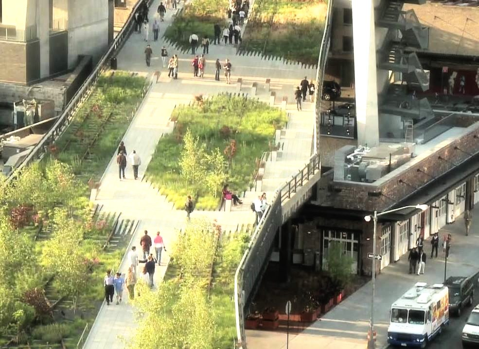 Gaservoort section of the high line, at the meatpacking district, seen from the Whitney Museum of American Art. Photo: lucas compan