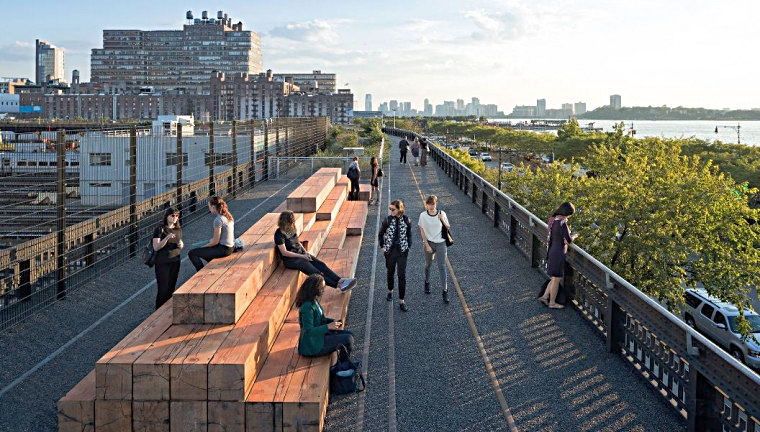 the section between hudson yards and hudson river. great spot to just sit, chat, and watch the sunset. photo: lucas compan