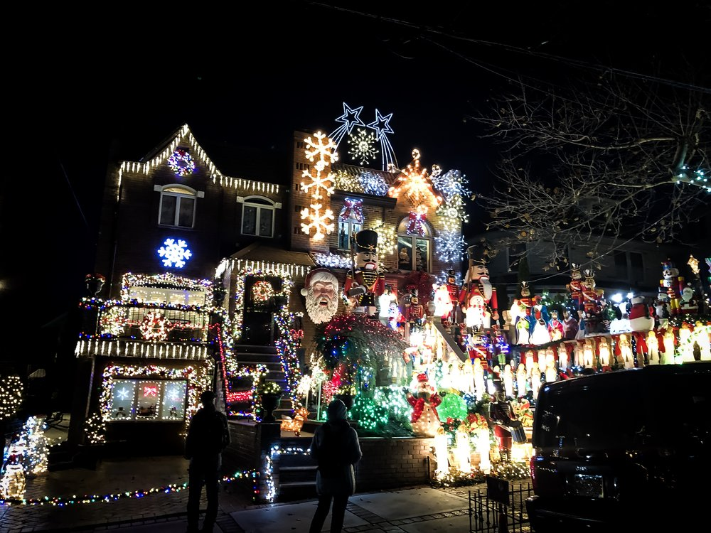 Brooklyn's dyker heights christmas ligths. Photo:    @Lucascompan